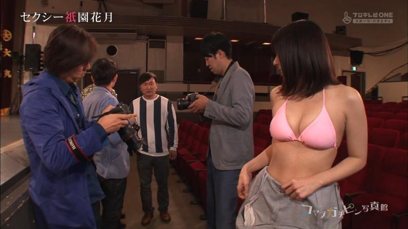 【放送事故画像】いつ見てもやっぱり水着や下着からこぼれそうなオッパイ最高www 15