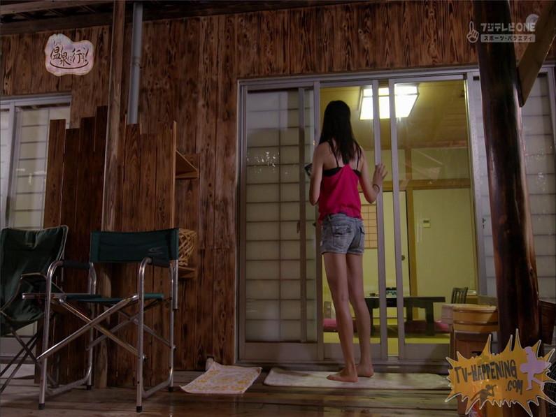 【お宝エロ画像】もっと温泉に行こうでゆっくりと服を脱いでいく姿に興奮しない?ww