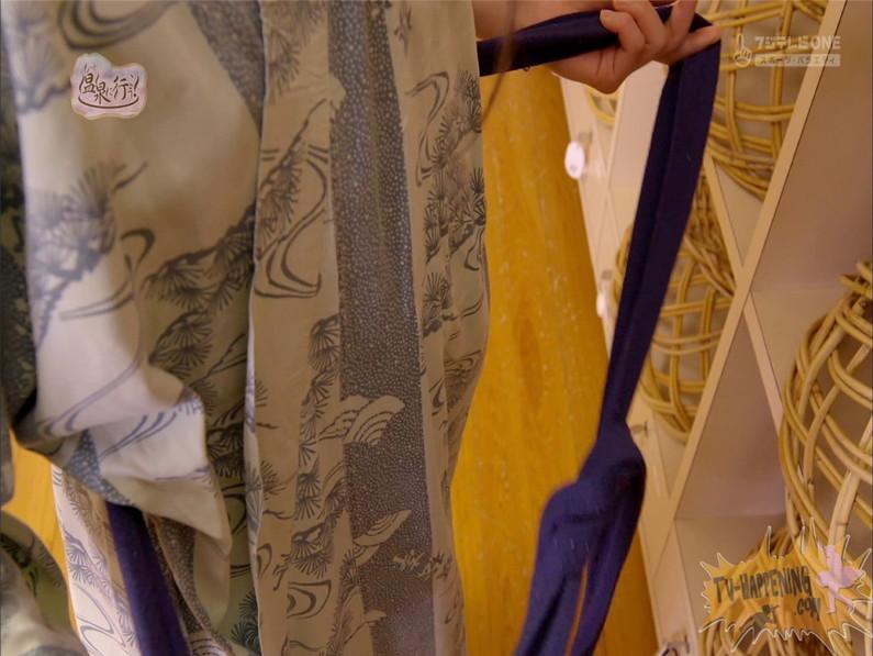 【お宝エロ画像】もっと温泉に行こうでゆっくりと服を脱いでいく姿に興奮しない?ww 21