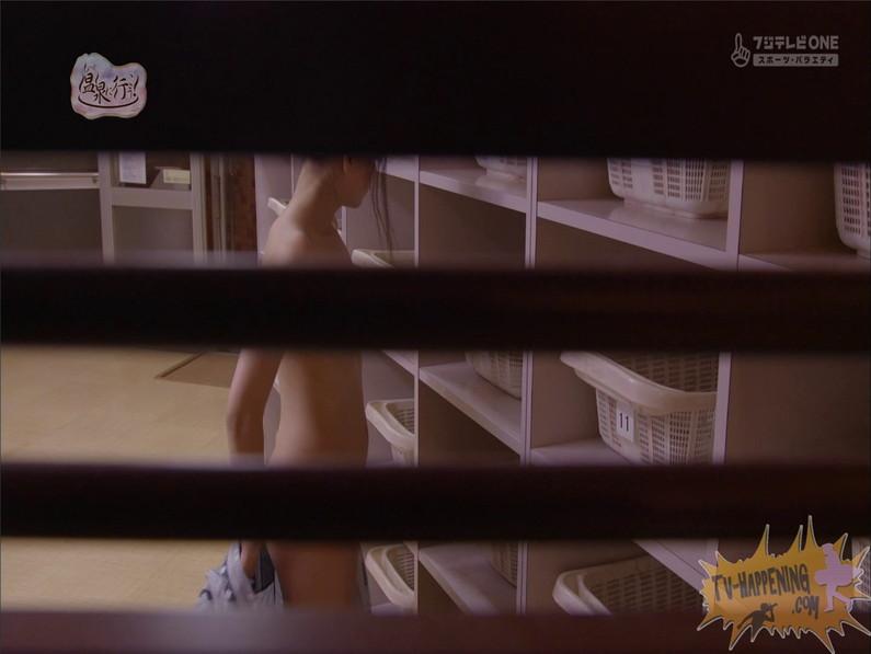 【お宝エロ画像】もっと温泉に行こうでゆっくりと服を脱いでいく姿に興奮しない?ww 51