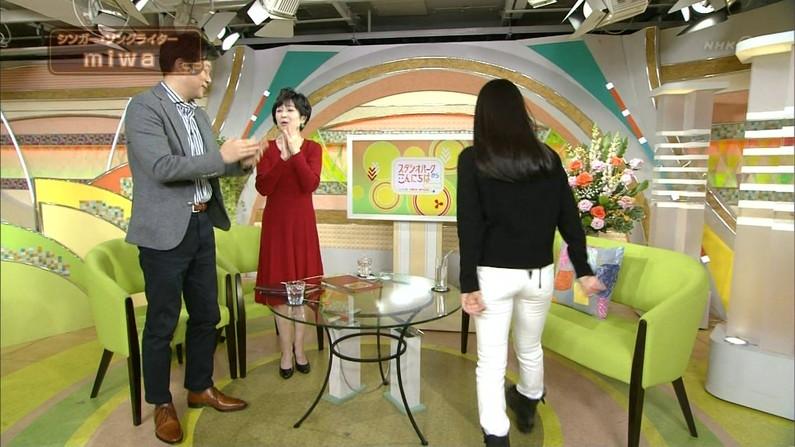 【放送事故画像】ピッチリしたズボン履いてお尻の形が丸分かりww 22