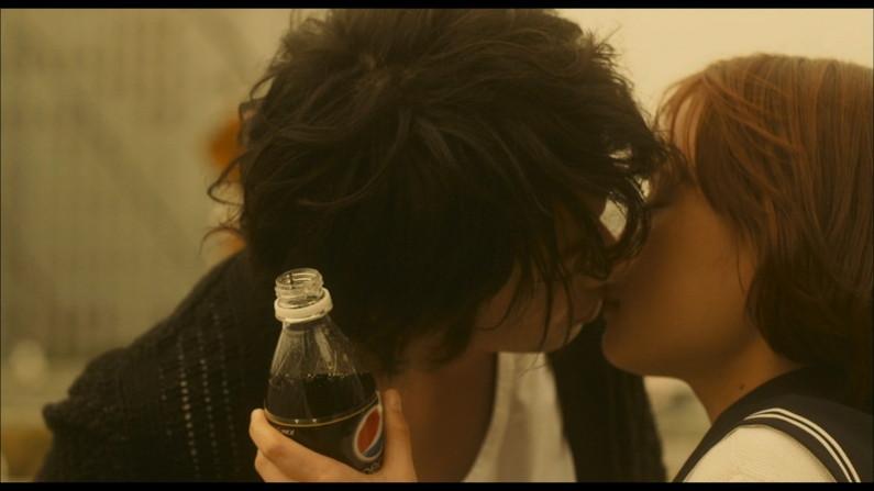 【放送事故画像】思わずテレビにキスしちゃいそうな女子アナやアイドルのキス顔ww 02