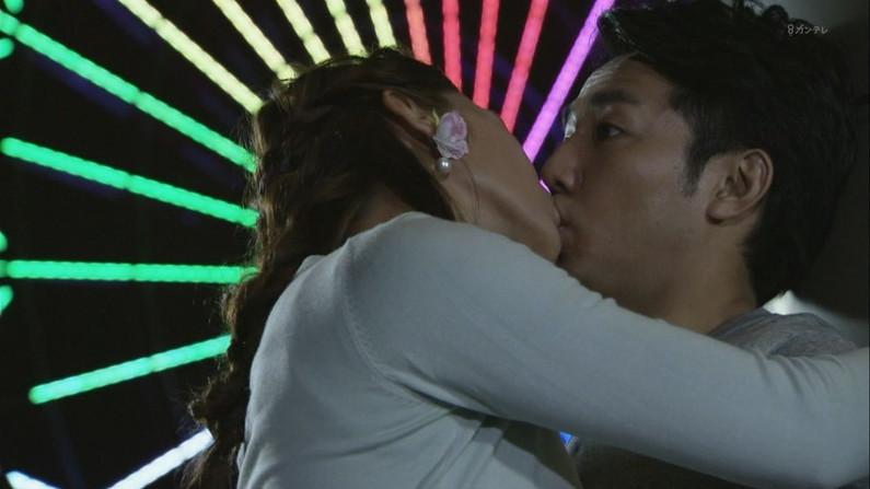 【放送事故画像】思わずテレビにキスしちゃいそうな女子アナやアイドルのキス顔ww 15