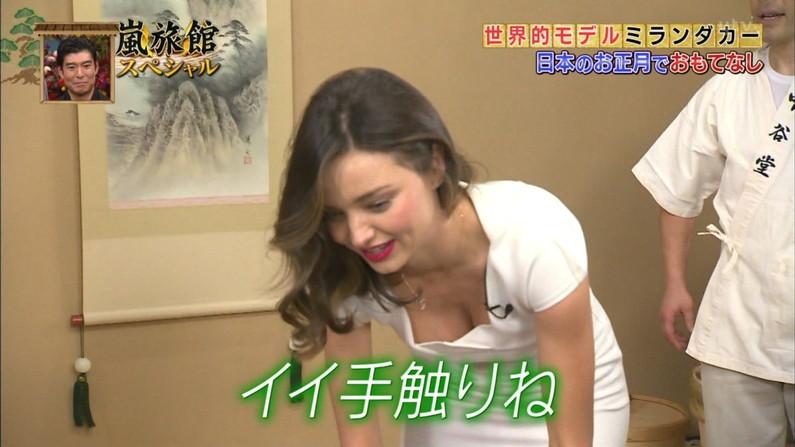 【放送事故画像】テレビ見ててもそのオッパイにしか目が行かないんですけど!ww