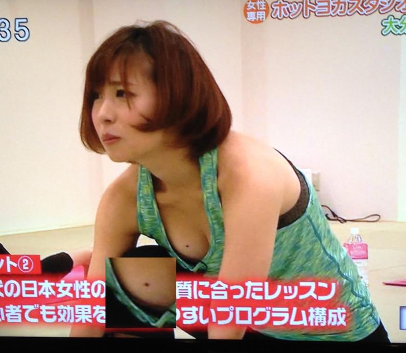 【放送事故画像】テレビ見ててもそのオッパイにしか目が行かないんですけど!ww 02