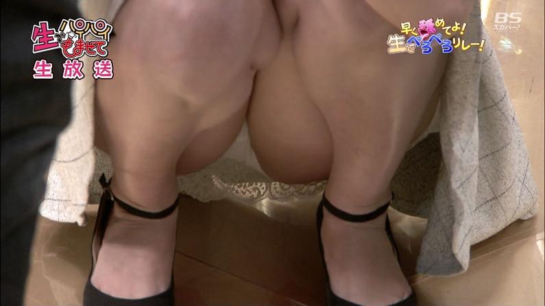【放送事故パンチラ画像】そんな短いスカート履いてたらほらぁ・・・www 14