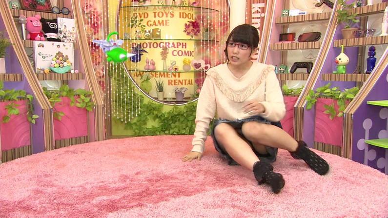 【放送事故パンチラ画像】そんな短いスカート履いてたらほらぁ・・・www 16