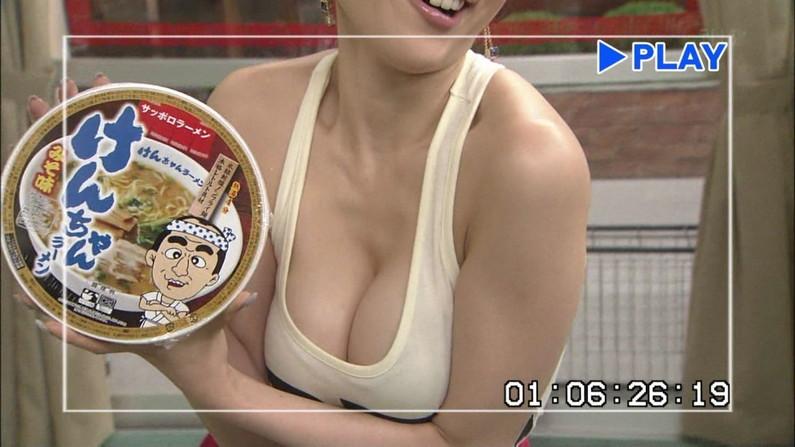 【放送事故画像】やっぱりオッパイ大きい女のビキニ姿破壊力あるよなwww 09
