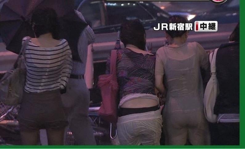 【放送事故画像】思いっきりバックから挿入したくなるような尻がテレビに映ってるんだがwww 10