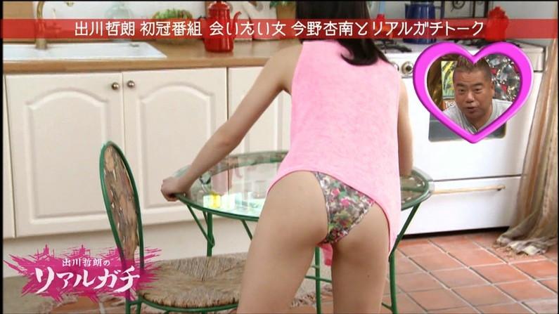 【放送事故画像】思いっきりバックから挿入したくなるような尻がテレビに映ってるんだがwww 11