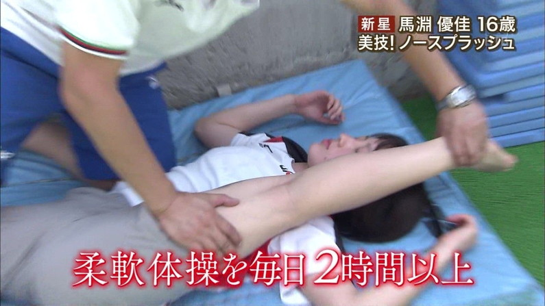 【放送事故画像】テレビ見てたらマンコの真ん中にビシッと縦線が食い込んでんのよwww 08