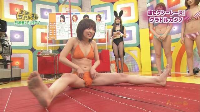【放送事故画像】お股広げすぎて股関節の隙間が卑猥すぎるwww