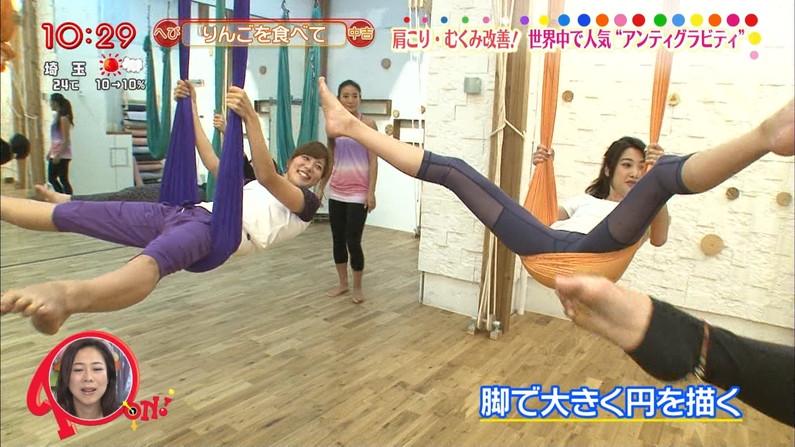 【放送事故画像】お股広げすぎて股関節の隙間が卑猥すぎるwww 04