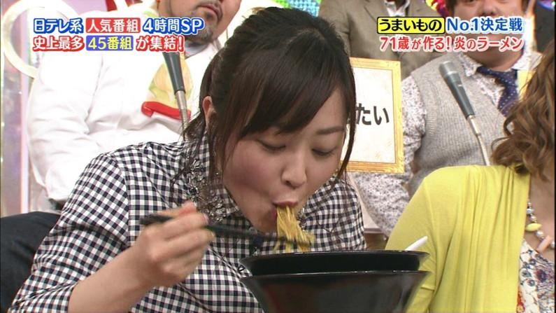 【放送事故画像】エロい食べ方してフェラの練習!そんなフェラ顔を放送中www 22