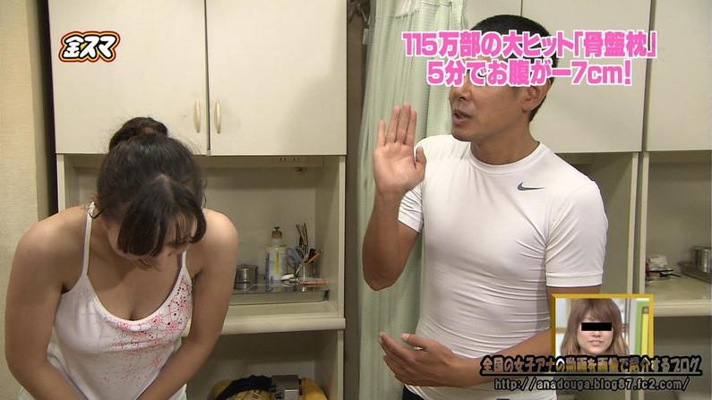 【放送事故画像】胸元ガッツリ開けてテレビでオッパイ見せびらかしてるぞwww 18