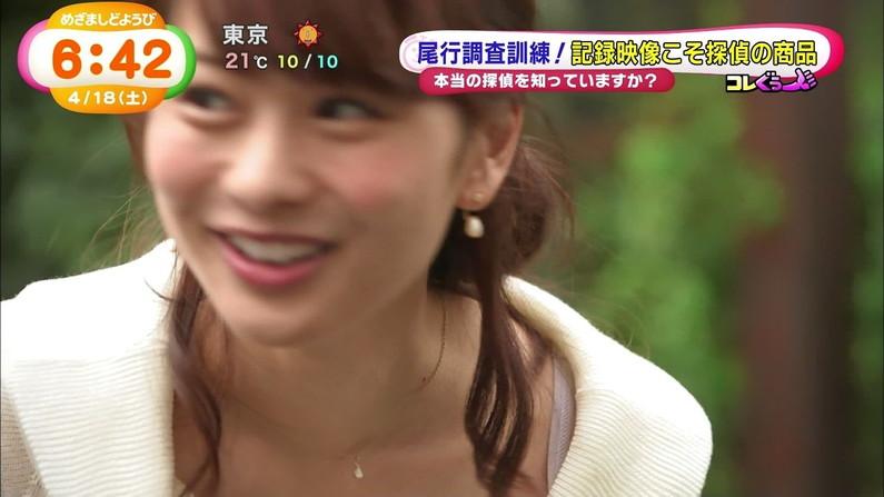【放送事故画像】チラッと見えるブラジャーがやたらとエロく見えるブラちらや透けブラ画像! 09