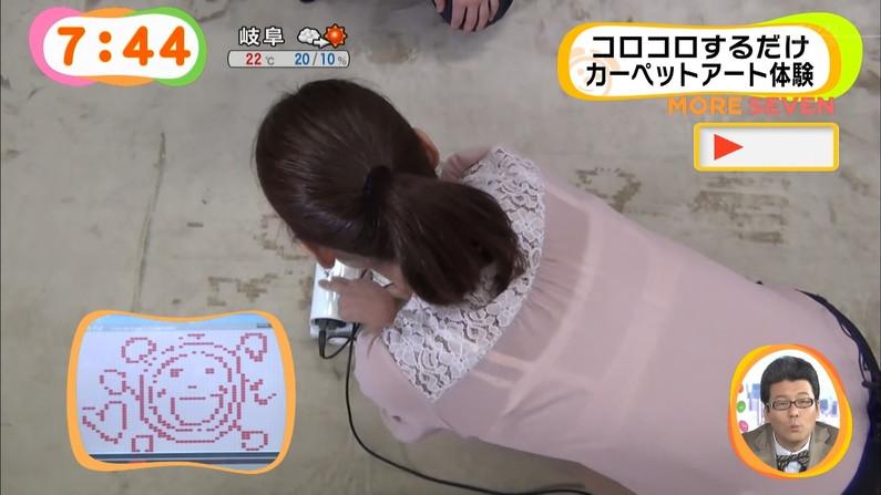 【放送事故画像】チラッと見えるブラジャーがやたらとエロく見えるブラちらや透けブラ画像! 10