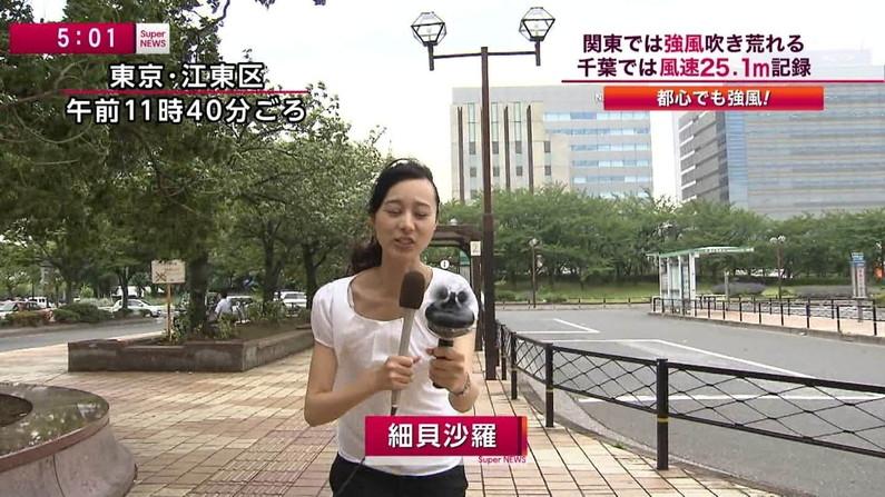 【放送事故画像】チラッと見えるブラジャーがやたらとエロく見えるブラちらや透けブラ画像! 18