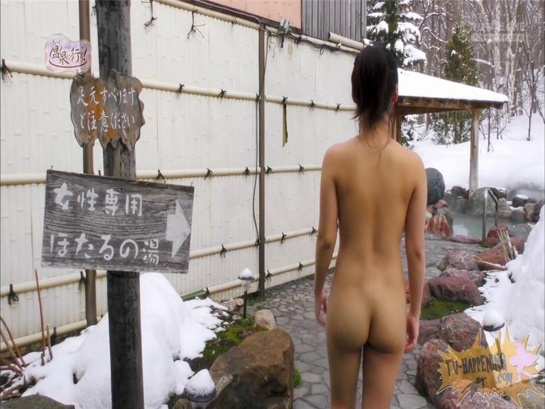 【お宝エロ画像】お尻フェチにはたまらない番組「温泉に行こう!」で今日も美女のお尻がドアップで映るww 24
