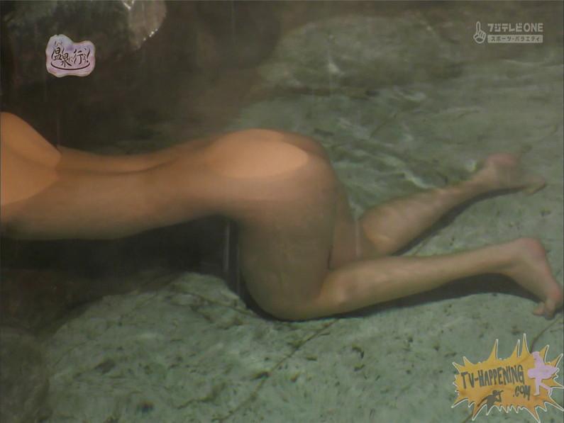 【お宝エロ画像】お尻フェチにはたまらない番組「温泉に行こう!」で今日も美女のお尻がドアップで映るww 36