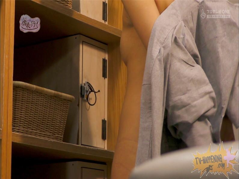 【お宝エロ画像】お尻フェチにはたまらない番組「温泉に行こう!」で今日も美女のお尻がドアップで映るww 59