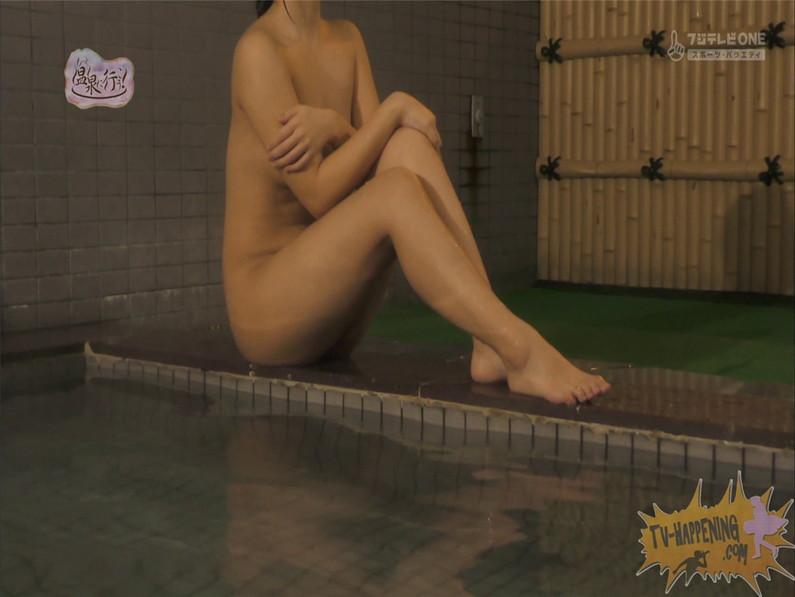 【お宝エロ画像】お尻フェチにはたまらない番組「温泉に行こう!」で今日も美女のお尻がドアップで映るww 64