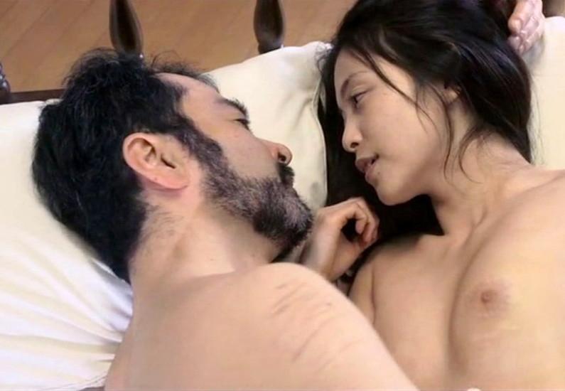 【お宝エロ画像】乳首まで惜しみなくさらけ出し渾身のエロ演技を演じる女優たちww 05