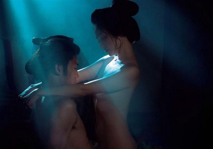 【お宝エロ画像】乳首まで惜しみなくさらけ出し渾身のエロ演技を演じる女優たちww 23