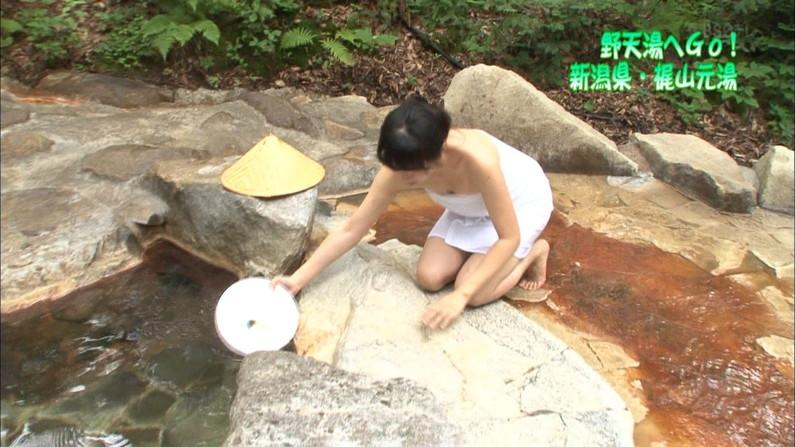 【放送事故画像】バスタオルの巻き方が余計エロく見えちゃう女子アナやアイドルの入浴シーンww 06