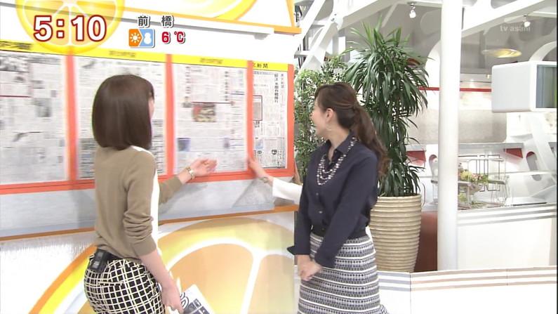 【放送事故画像】テレビに映ったムチムチの尻肉たまんね~www 13