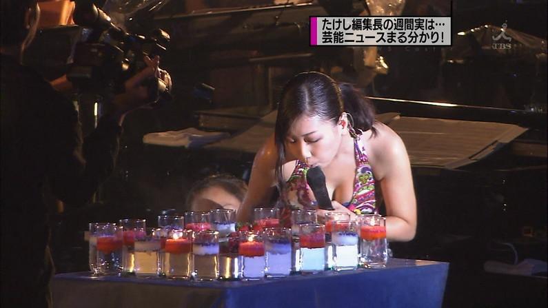 【放送事故画像】水着着てテレビでオッパイ強調して見せたがる女達www 02