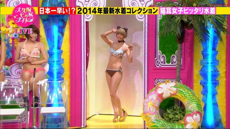 【放送事故画像】水着着てテレビでオッパイ強調して見せたがる女達www 12