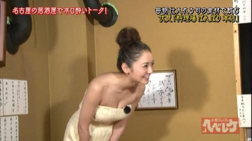 【放送事故画像】見せパンならぬ見せ乳か?テレビで胸ちらし過ぎでしょwww 19
