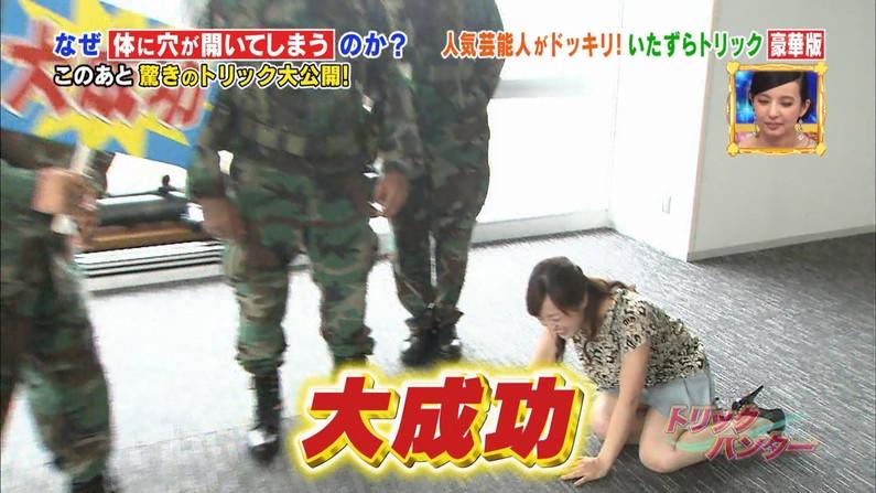 【放送事故画像】露出し過ぎる太ももから見えるのは・・・www 19