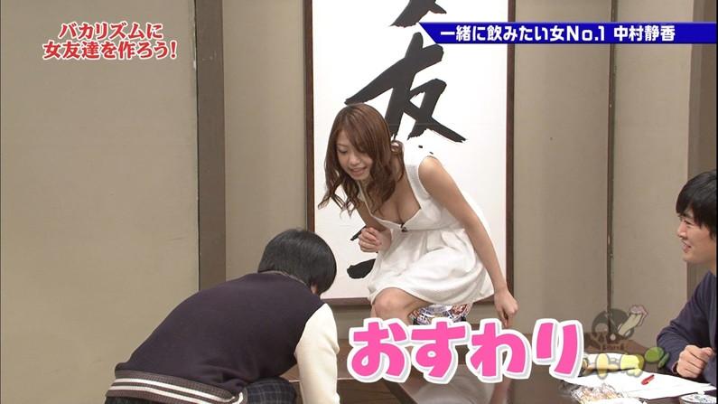 【放送事故画像】テレビで胸ちらする女ってそんなに自分のオッパイ見したいのか?ww 12