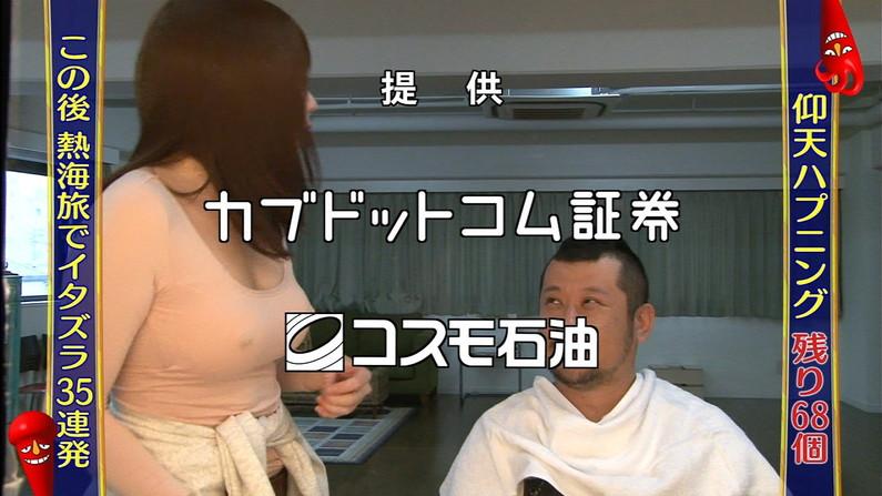 【放送事故画像】テレビで胸ちらする女ってそんなに自分のオッパイ見したいのか?ww 22