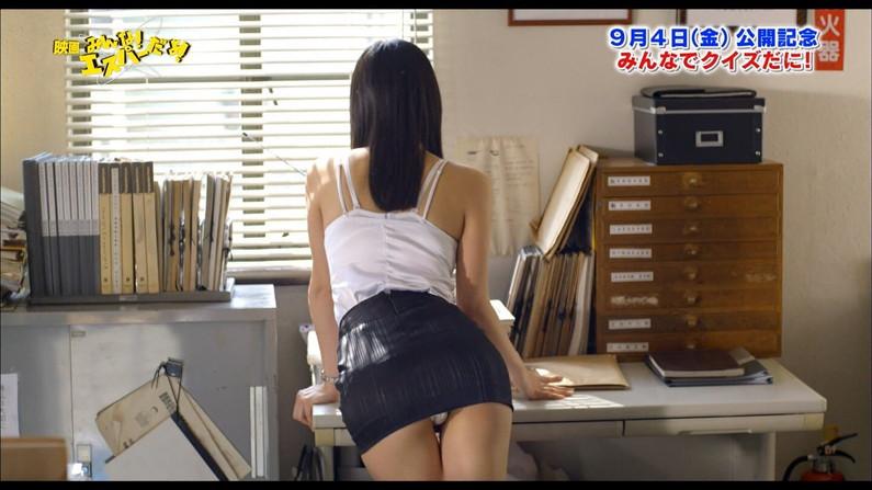 【放送事故画像】堂々とパンツ見せられるより、やっぱりこぉやってちらっと見える方が興奮するよなww 10
