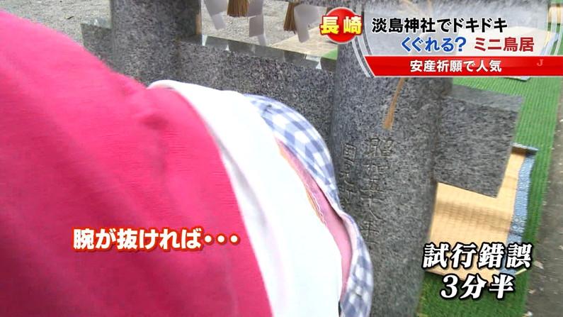 【放送事故画像】堂々とパンツ見せられるより、やっぱりこぉやってちらっと見える方が興奮するよなww 13
