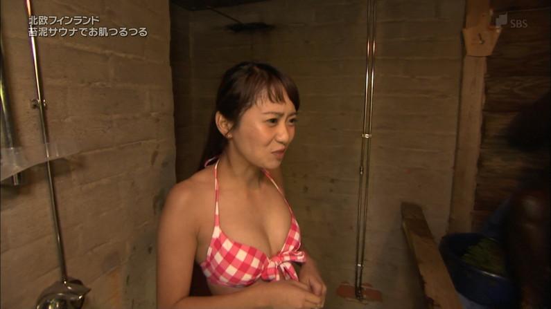 【放送事故画像】それちゃんと水着にオッパイ収まってるの?はみ出しすぎてないか?ww 23