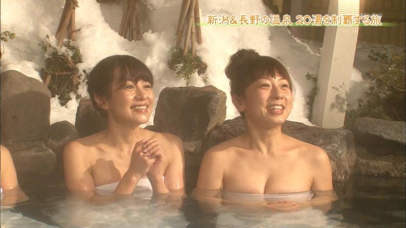 【放送事故画像】バスタオルでオッパイ強調!湯船に浮かぶオッパイがエロすぎwww