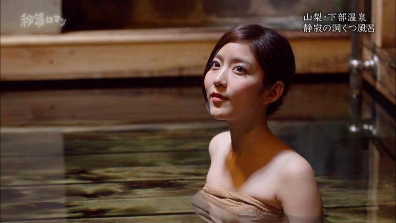 【放送事故画像】バスタオルでオッパイ強調!湯船に浮かぶオッパイがエロすぎwww 09