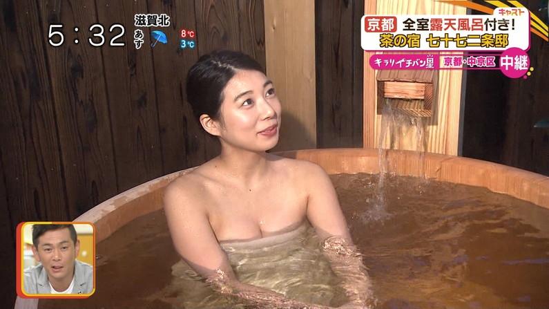 【放送事故画像】バスタオルでオッパイ強調!湯船に浮かぶオッパイがエロすぎwww 10