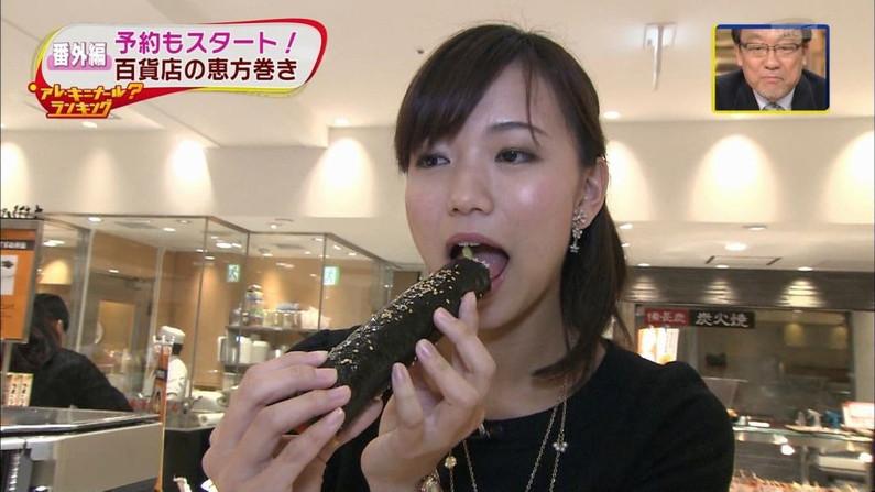 【擬似フェラ画像】テレビで女達が太くて長い物を咥えてるぞwww 02