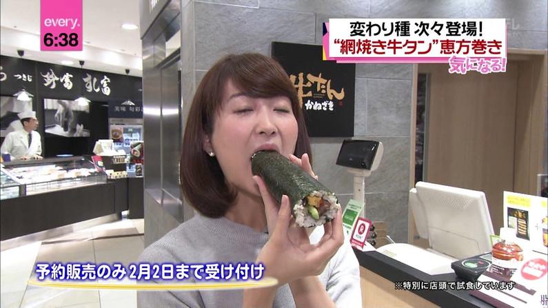 【擬似フェラ画像】テレビで女達が太くて長い物を咥えてるぞwww 16