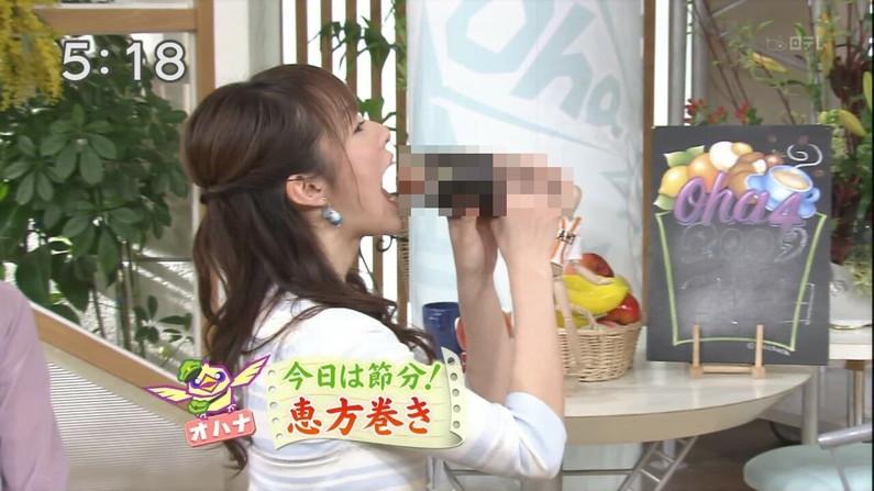 【擬似フェラ画像】テレビで女達が太くて長い物を咥えてるぞwww 22