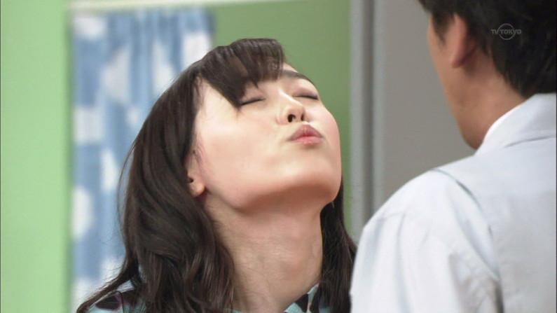 【放送事故画像】テレビ越しだけど、思わず吸い付きたくなるエロいクチビル! 14