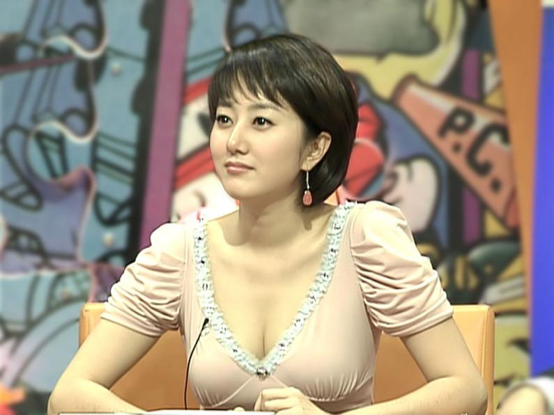 【放送事故画像】服を着ててもふっくらオッパイが見えちゃってる女子アナやタレント達ww 02