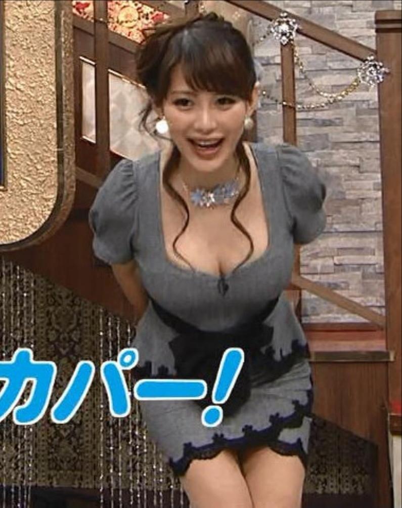 【放送事故画像】服を着ててもふっくらオッパイが見えちゃってる女子アナやタレント達ww 06