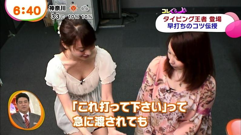 【放送事故画像】服を着ててもふっくらオッパイが見えちゃってる女子アナやタレント達ww 09