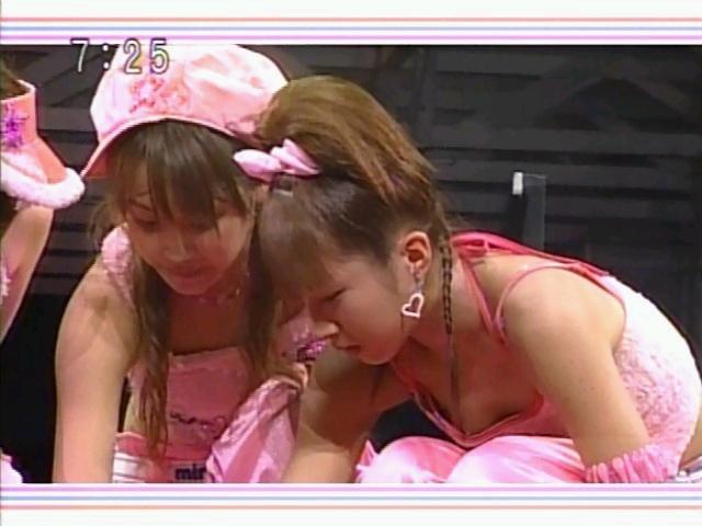 【放送事故画像】服を着ててもふっくらオッパイが見えちゃってる女子アナやタレント達ww 21